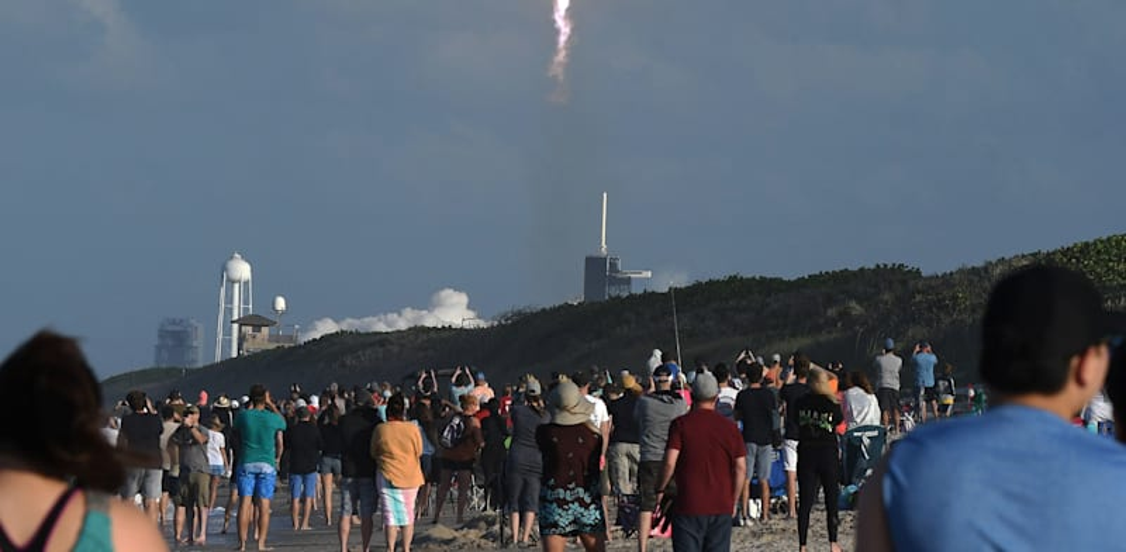 שיגור החללית של SpaceX. סמל לשינוי בתעשיית החלל / צילום: Reuters, Paul Hennessy / SOPA