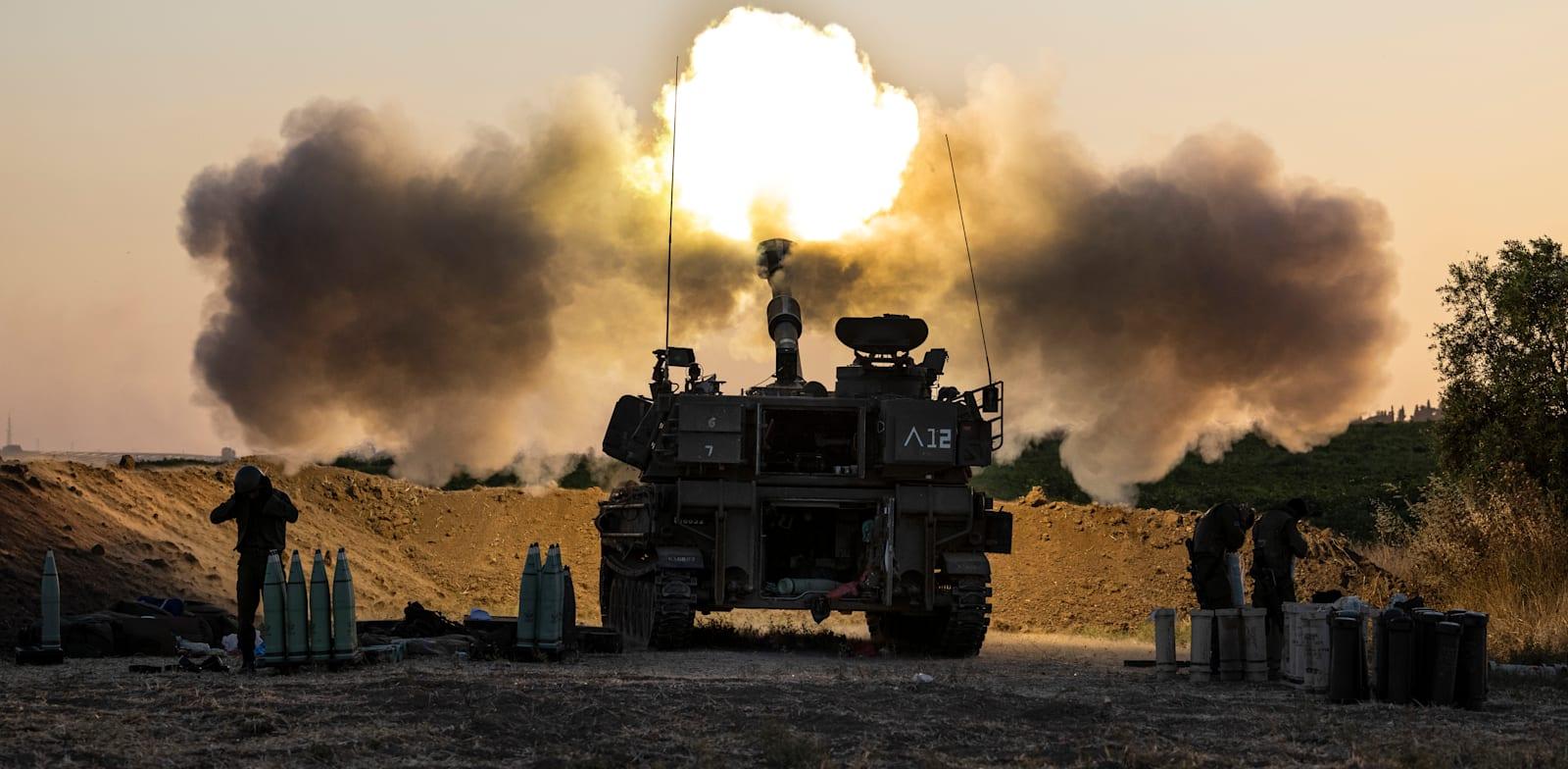 טנק ישראלי על  גבול עזה השבוע / צילום: Associated Press, Tsafrir Abayov