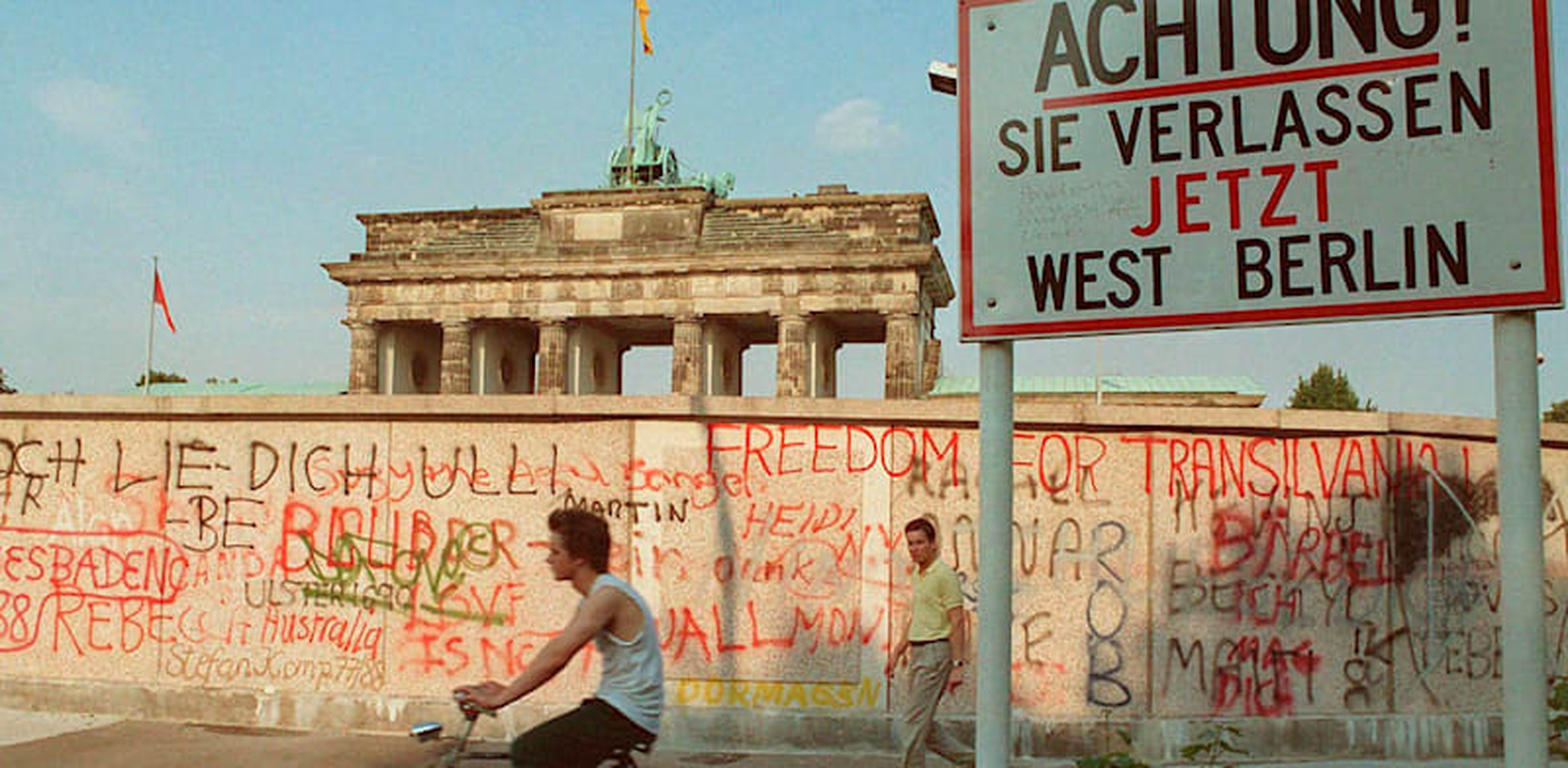 חומת ברלין, 1988. העיר עדיין מחולקת בתודעה הציבורית / צילום: AP