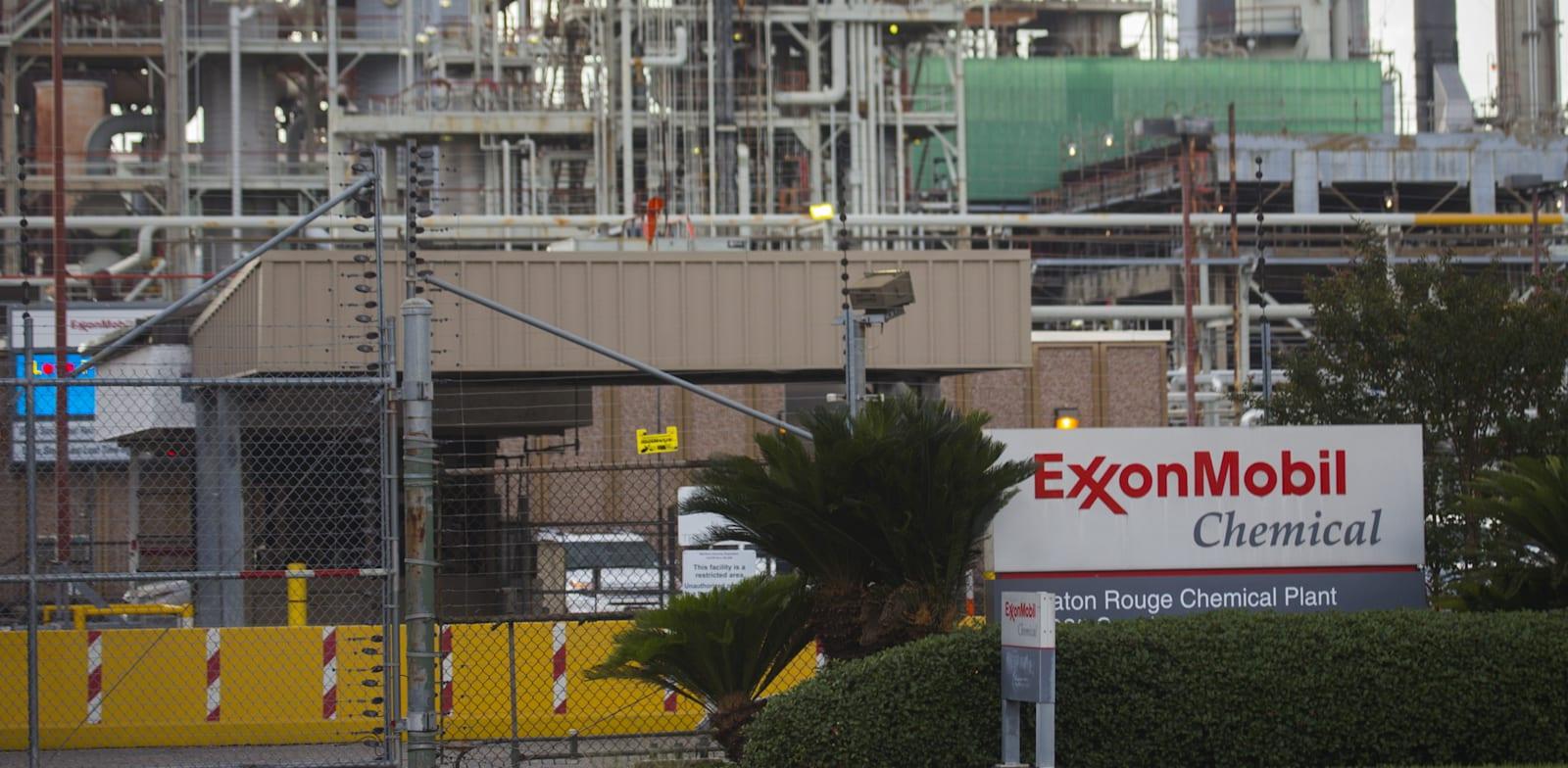 """מפעל של אקסון מובייל בלואיזיאנה, ארה""""ב / צילום: Reuters, Lee Celano"""
