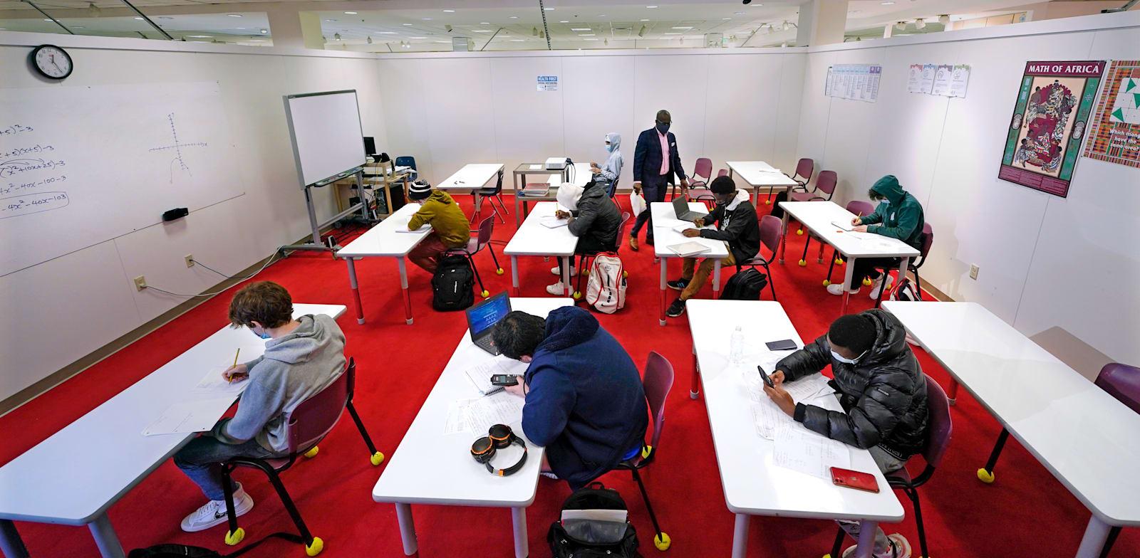 שיעור חשבון בחנות מייסיס במדינת ורמונט. בתי ספר  עשויים למשוך עוד עסקים / צילום: Associated Press, Charles Krupa