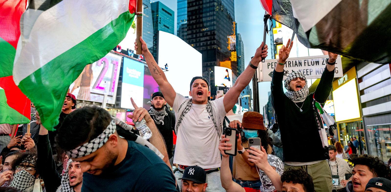 הפגנה פרו־פלסטינית בכיכר טיימס בניו יורק בשבוע שעבר / צילום: Associated Press, Craig Ruttle