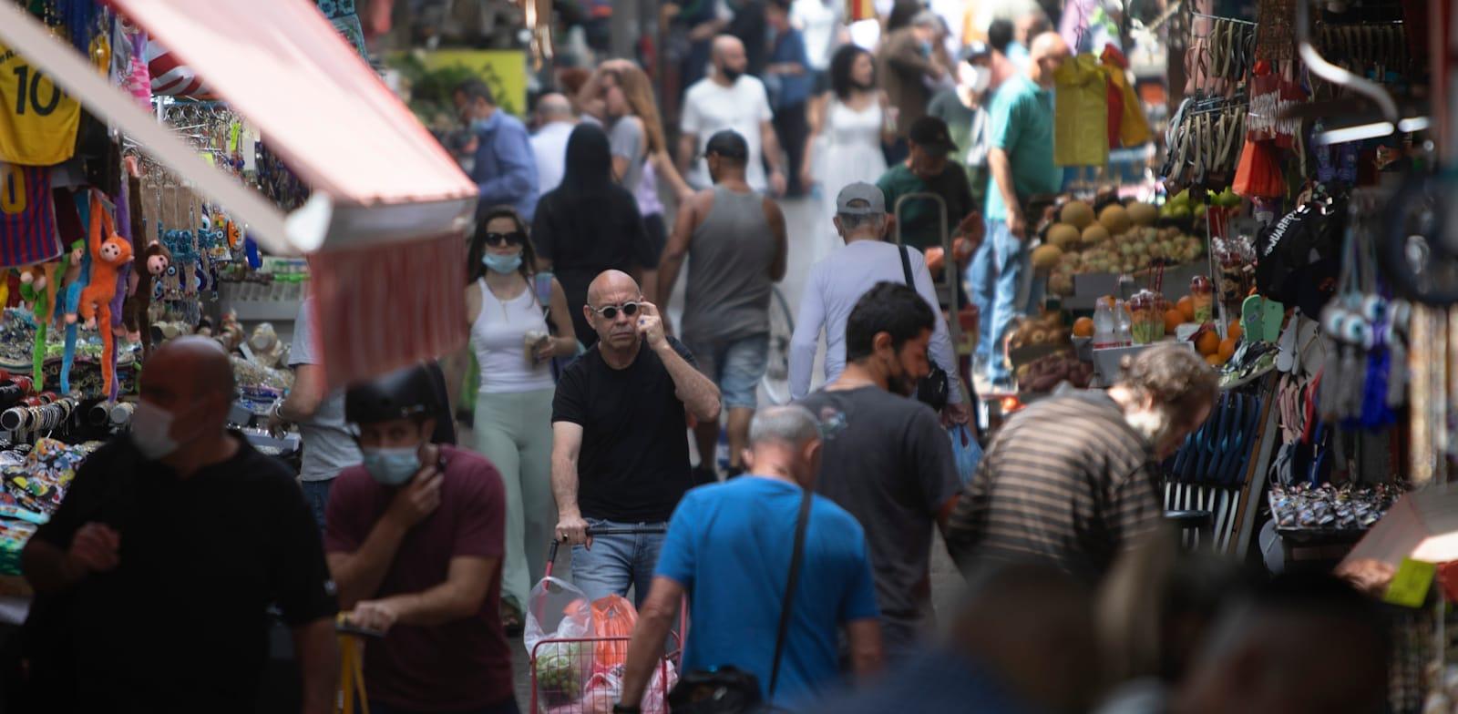 שוק הכרמל. הערכות כי שיעור האבטלה לא יחזור לרמה של לפני הקורונה לפחות עד 2022 / צילום: Associated Press, Sebastian Scheiner