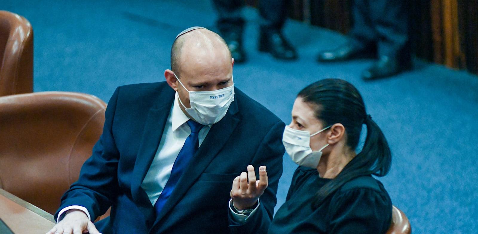 """יו""""ר העבודה מרב מיכאלי וראש הממשלה המיועד נפתלי בנט / צילום: רפי קוץ"""