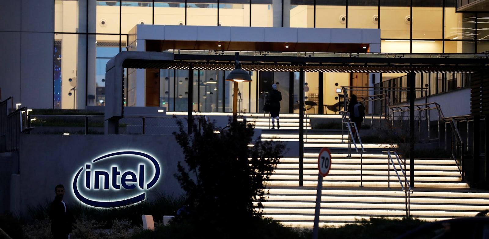 Intel Petah Tikva office Photo: Reuters, Amir Cohen