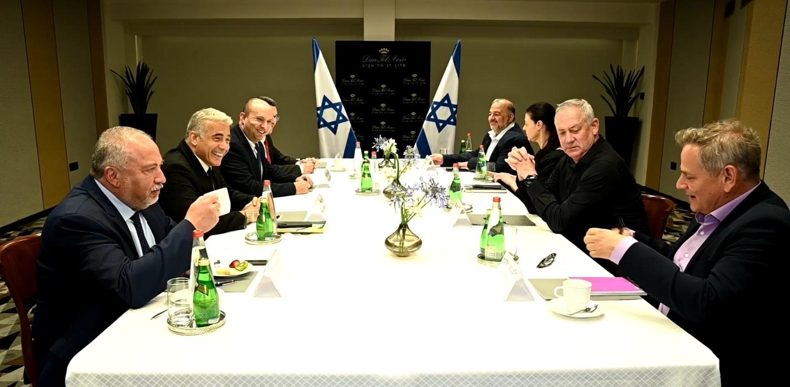 ראשי גוש השינוי בפגישה במלון דן בתל אביב בתחילת יוני / צילום: רענן כהן