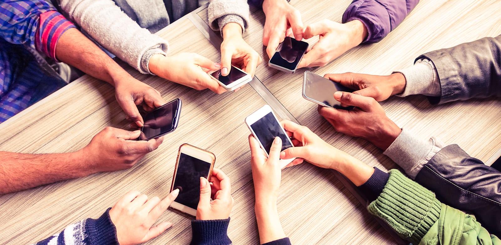 אחת מנקודות התורפה בחברות הסלולר היא ההמתנה על קו הטלפון / צילום: Shutterstock, Akhenaton Images