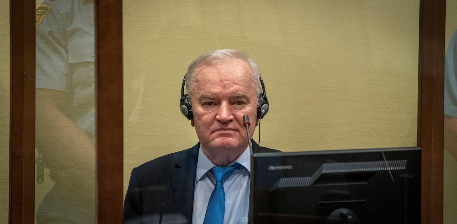 רטקו מלאדיץ' בעת השימוע בהאג / צילום: Reuters, ג'רי למפן
