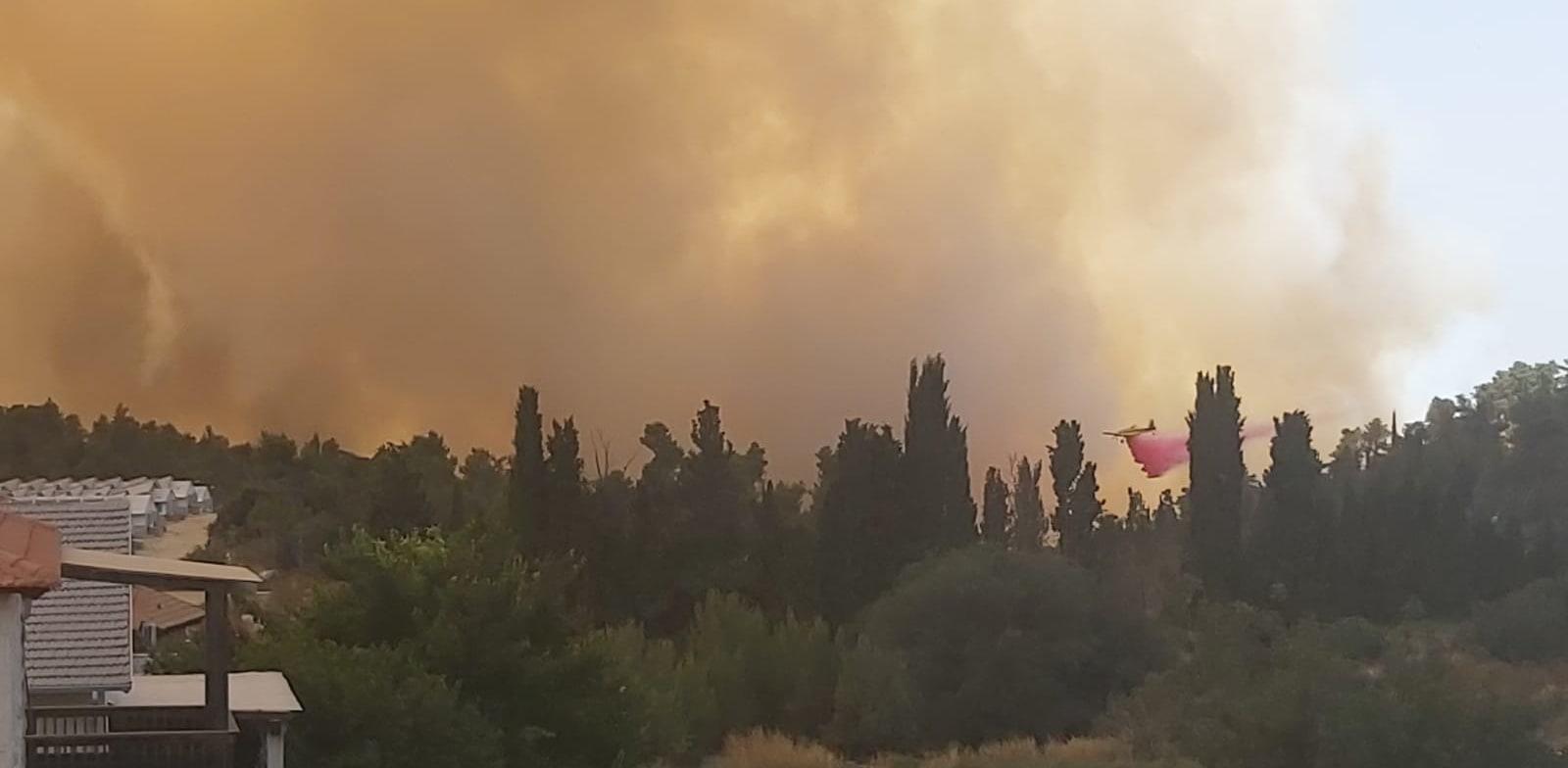 שריפה בקרבת המסילה באיזור שער הגיא / צילום: דני זקן