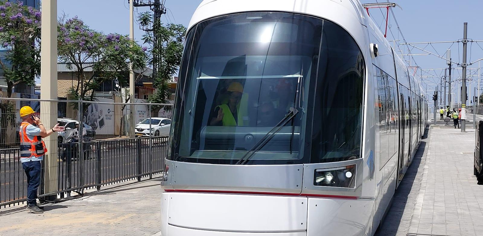 אירוע ציון תחילת נסיעות המבחן בקו האדום של הרכבת הקלה / צילום: איל יצהר