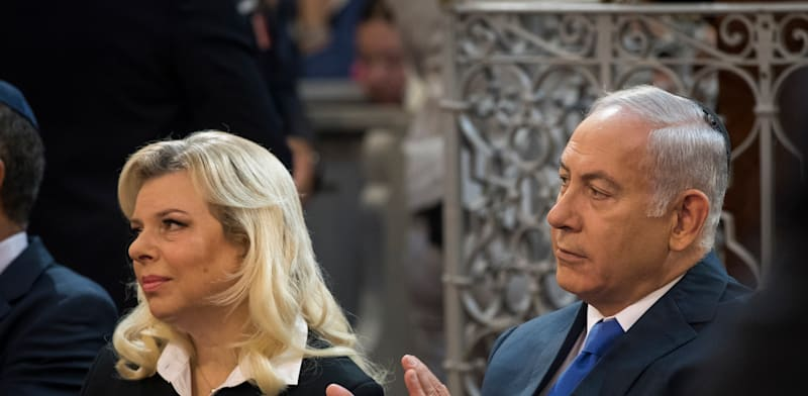 ראש הממשלה היוצא בנימין נתניהו ורעייתו שרה / צילום: Associated Press, Mindaugas Kulbis