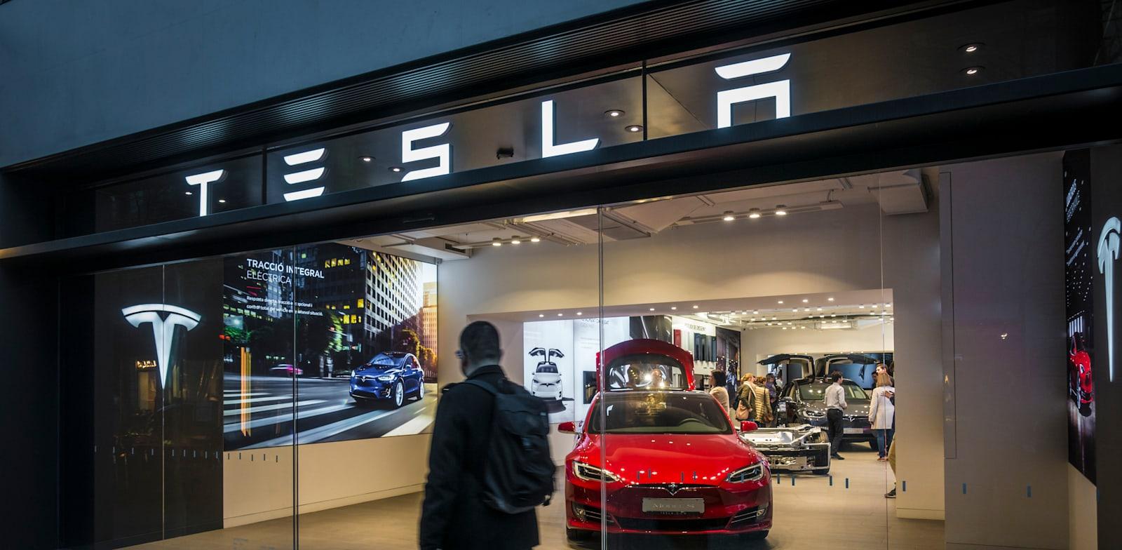 Tesla Store Photo: Ivan Marc Shutterstock