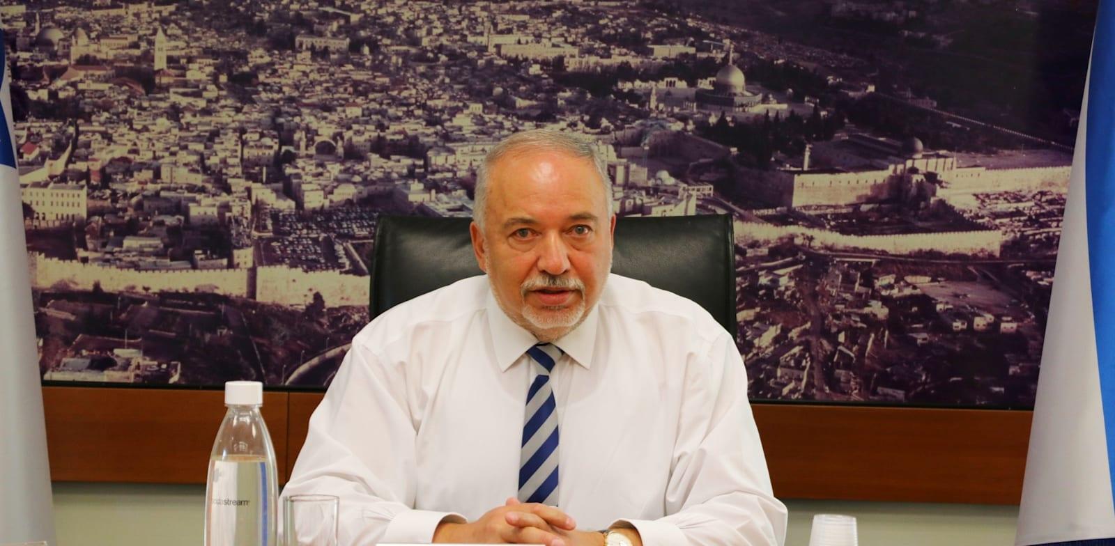 Avigdor Liberman in the Ministry of Finance Photo: Finance Ministry Spokesperson