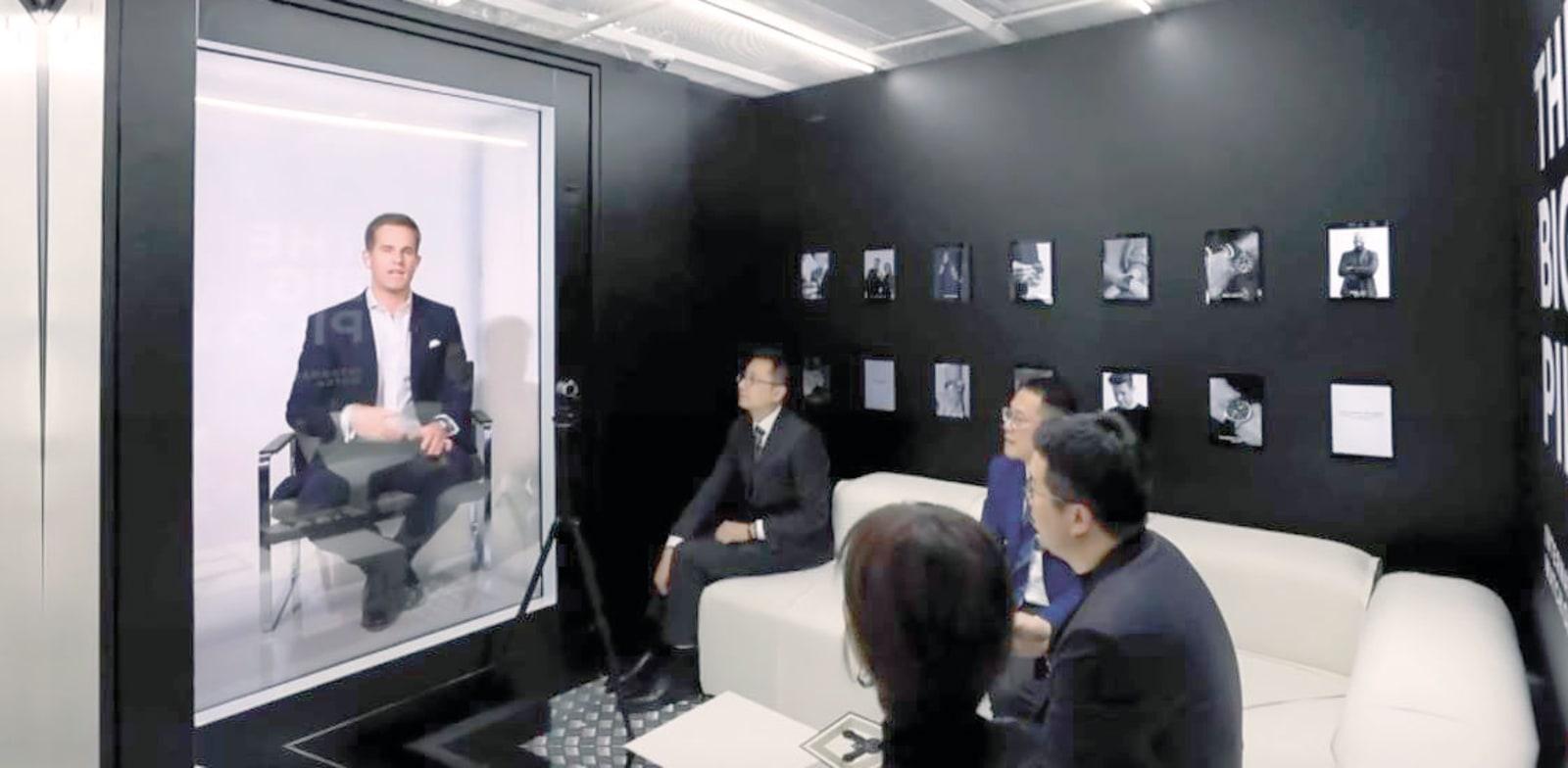 """כריסטוף גריינגר־הר, מנכ""""ל חברת השעונים WSI, מופיע כהולוגרמה / צילום: צילום מסך מתוך סרטון וידאו של Portl"""