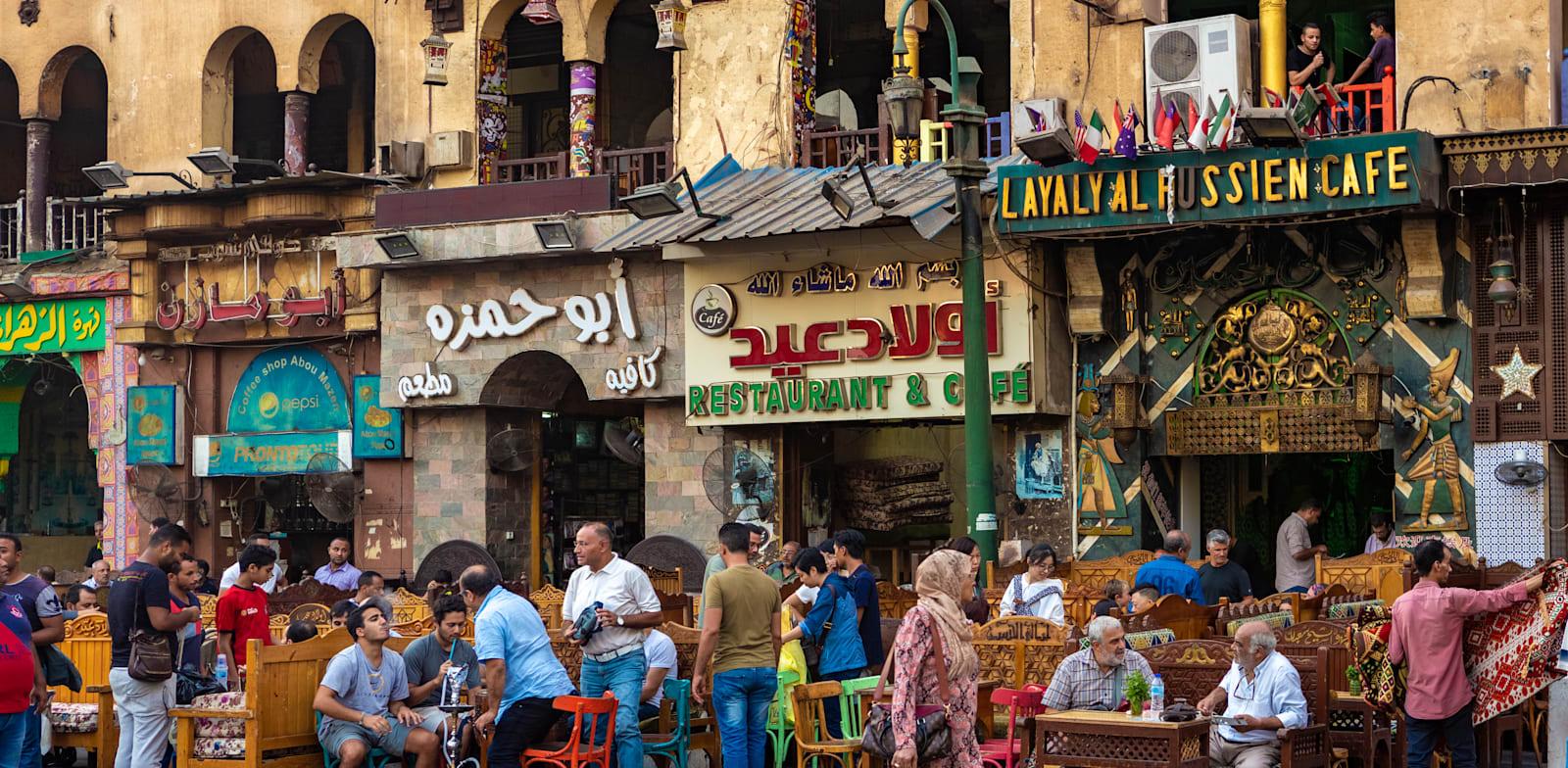 """רחוב בקהיר. דוח של האו""""ם מ-2013 על מצב הנשים מצא ש-99% מהנשים במצרים חוו תקיפה מינית כלשהי / צילום: Shutterstock, Nora_n_0_ra"""