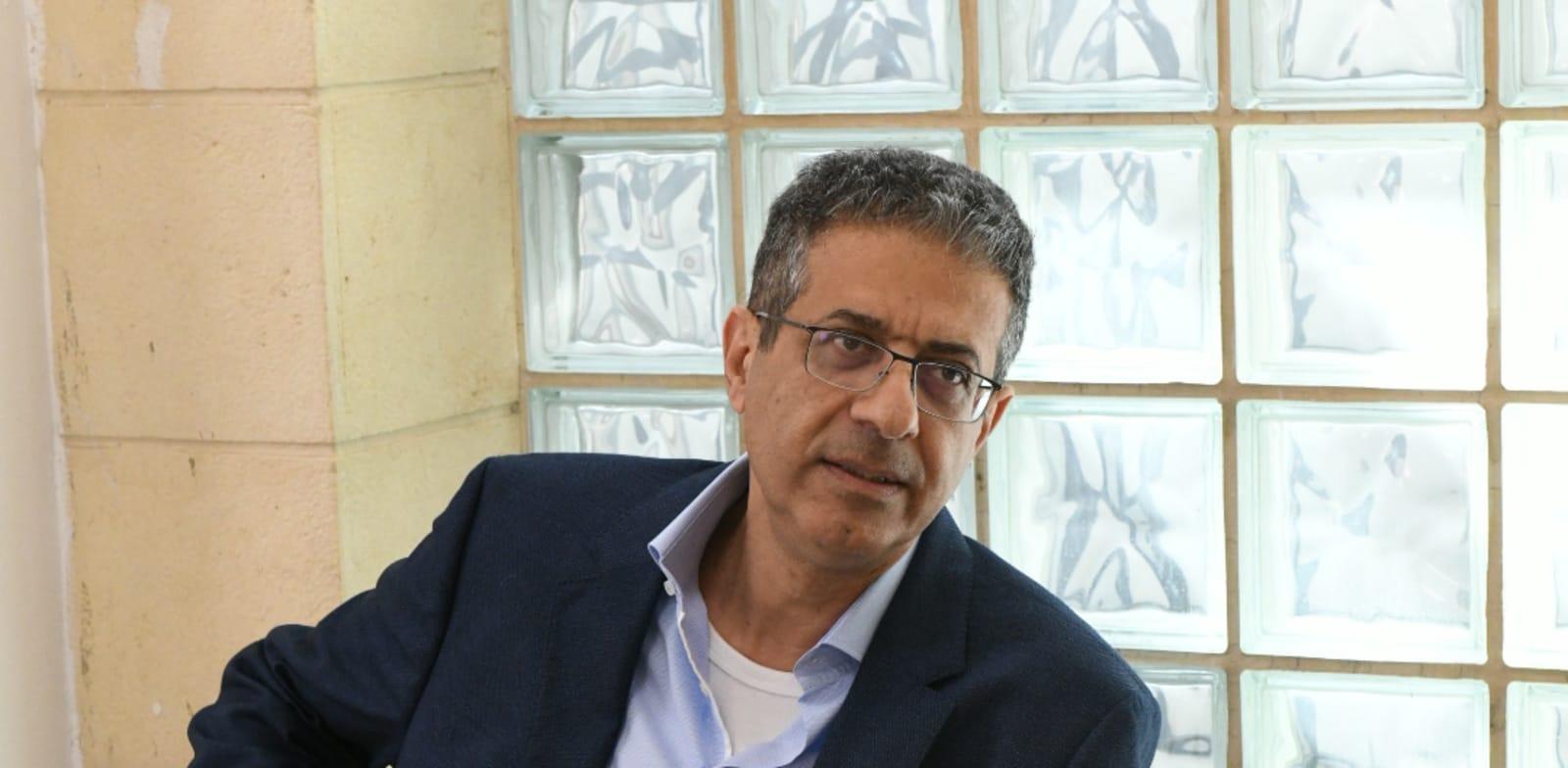 """מנכ""""ל וואלה לשעבר אילן ישועה בדיון במשפט נתניהו בבית המשפט המחוזי בירושלים / צילום: איל יצהר"""