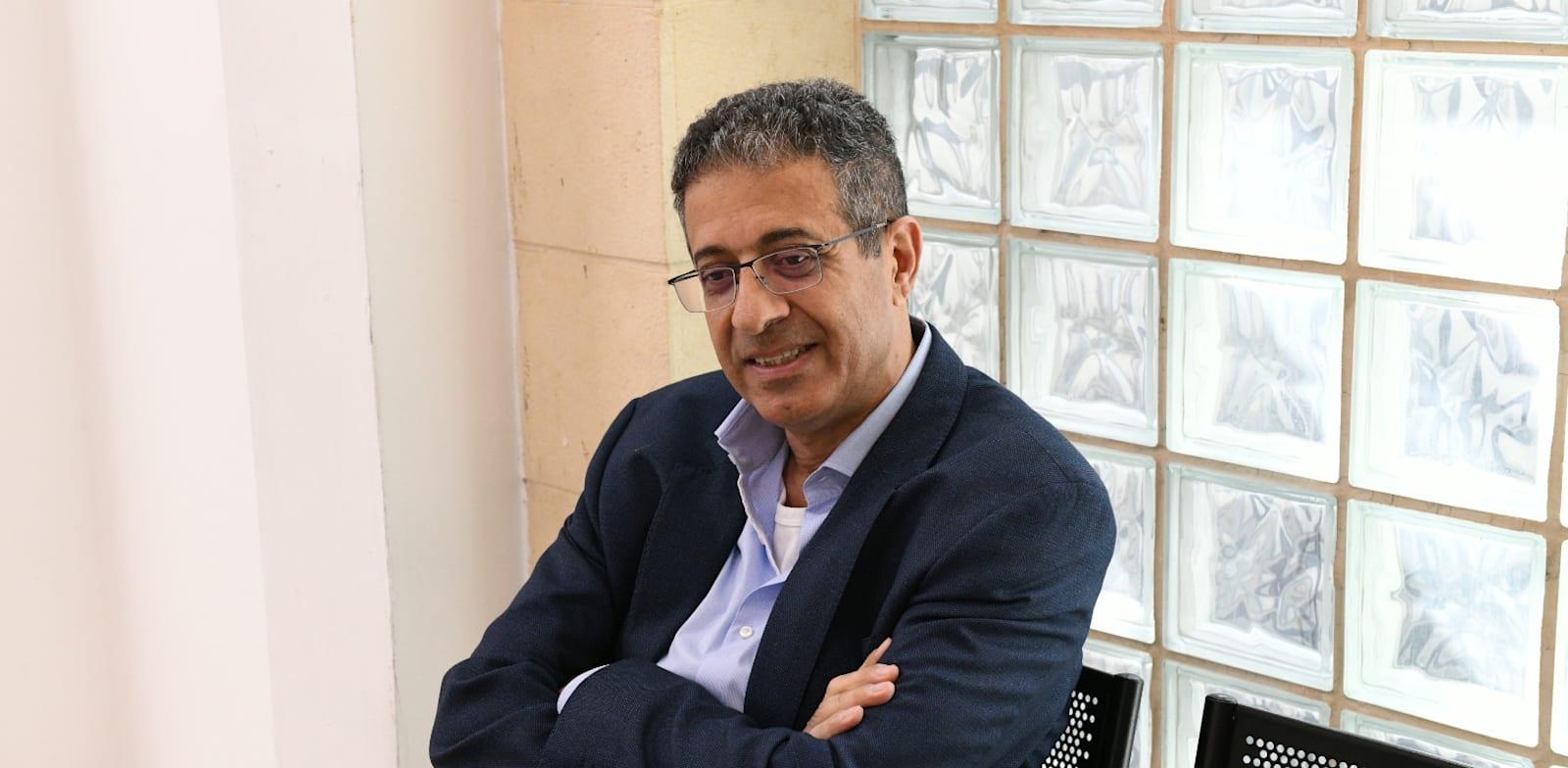 """אילן ישועה, מנכ""""ל וואלה לשעבר, בדיון במשפט נתניהו בבית המשפט המחוזי בירושלים / צילום: איל יצהר"""