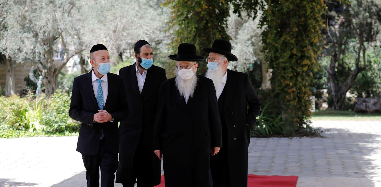 """הח""""כים החרדים בדרכם לבית הנשיא / צילום: Reuters, Amir Cohen"""