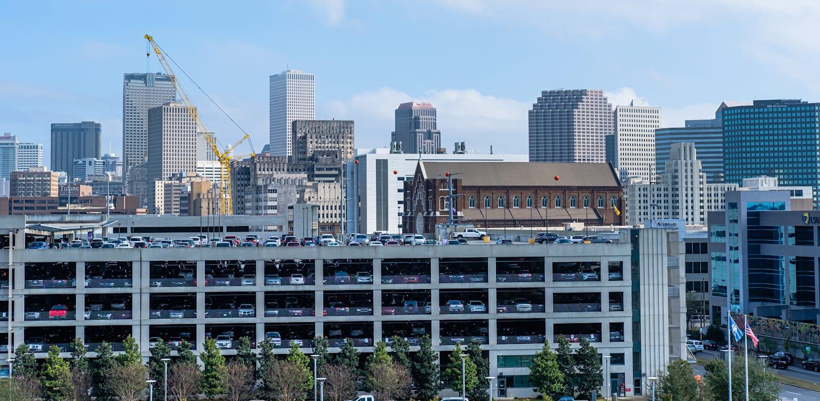 חניון בעיר ניו אורלינס. חברות חושבות מחדש איך להפעיל חניונים / צילום: Shutterstock