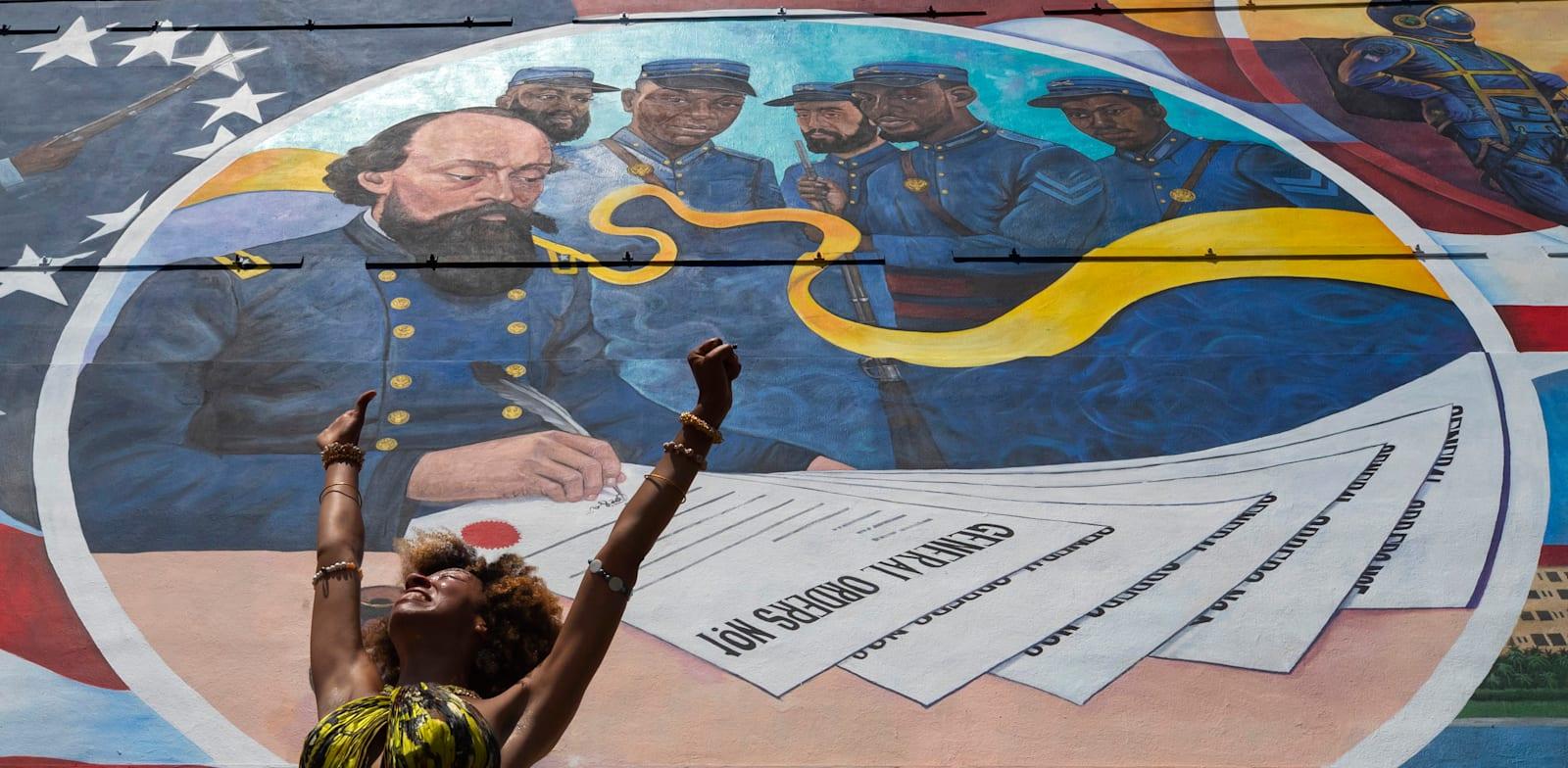 הרקדנית פרסליה מיי מבצעת ריקוד בחניכת ציור הקיר החדש / צילום: Associated Press, Stuart Villanueva