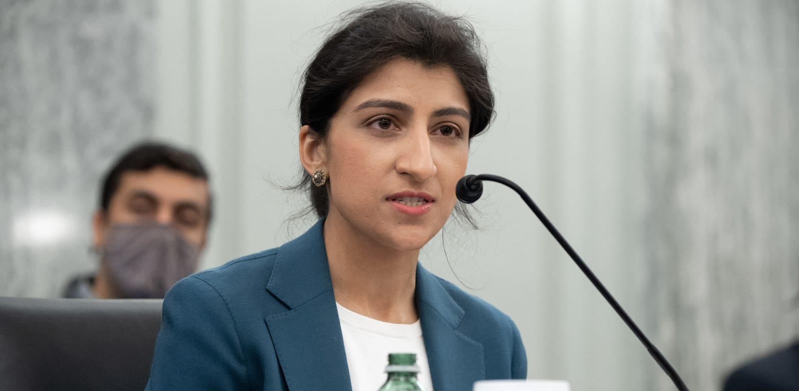 לינה חאן, יושבת־הראש החדשה של ה־FTC / צילום: Reuters, Loeb Saul/Pool/ABACA