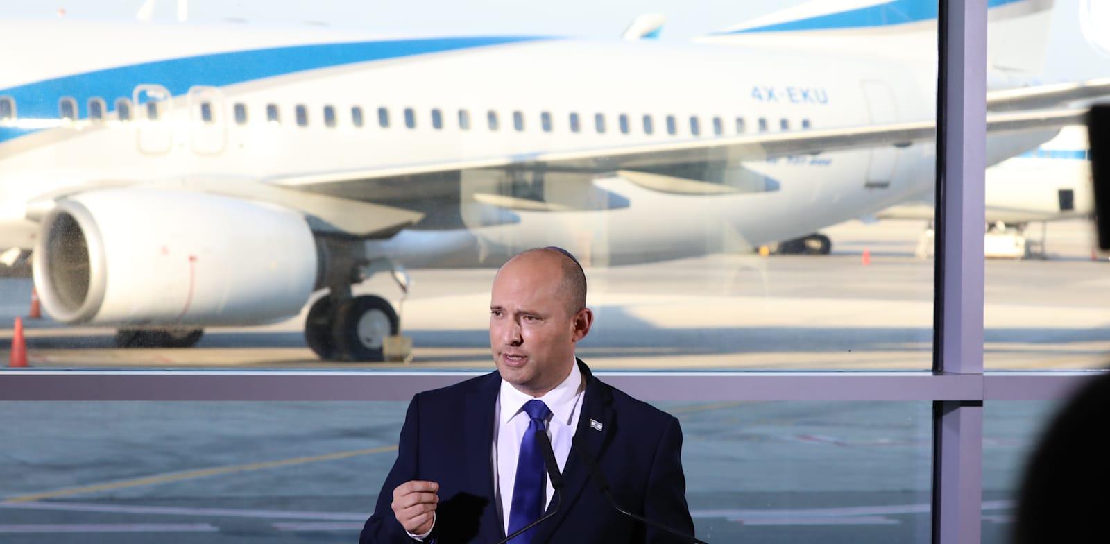 ראש הממשלה נפתלי בנט נואם בנתב''ג. המדינה הזניחה את העסקים שמתבססים על תיירות יוצאת / צילום: יוסי זמיר