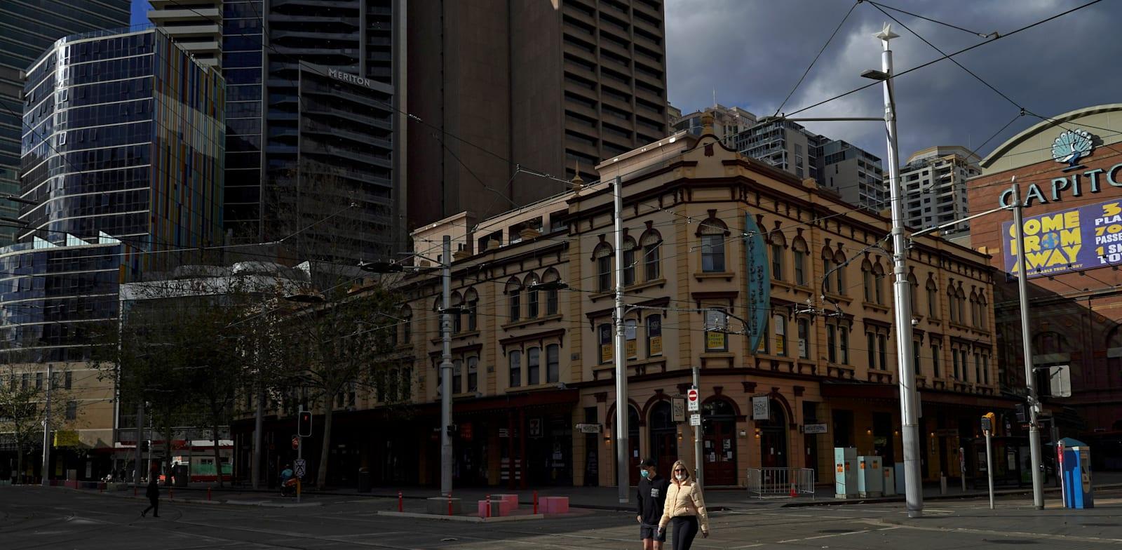 העיר סידני באוסטרליה וכמה אזורים סביבה נכנסו לסגר של שבועיים בשל התפרצות גרסת הדלתא של נגיף הקורונה / צילום: Reuters, Loren Elliott