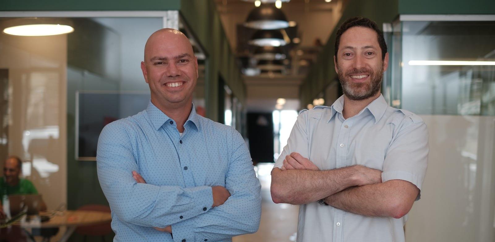 """מימין לשמאל: אמיל פישר, CTO ומייסד משותף ורן קורבר, מייסד משותף ומנכ""""ל BreezoMeter / צילום: יריב אלדד צלמים"""