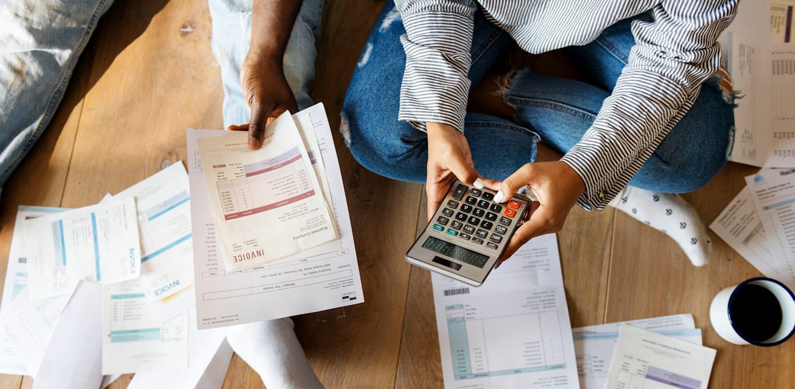 התזמון בין ההוצאות להכנסות בחברה / צילום: Shutterstock