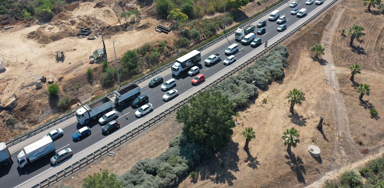 פקקים באיילון בירידה מכביש 431 / צילום: אייל פישר