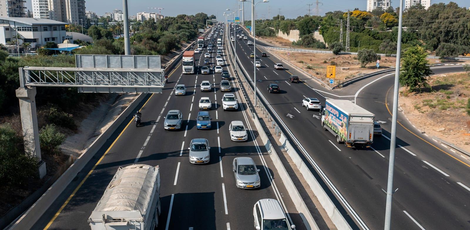 עומס תנועה. התחבורה הציבורית שלנו לא רלוונטית לחלק גדול מהאוכלוסייה / צילום: אייל פישר