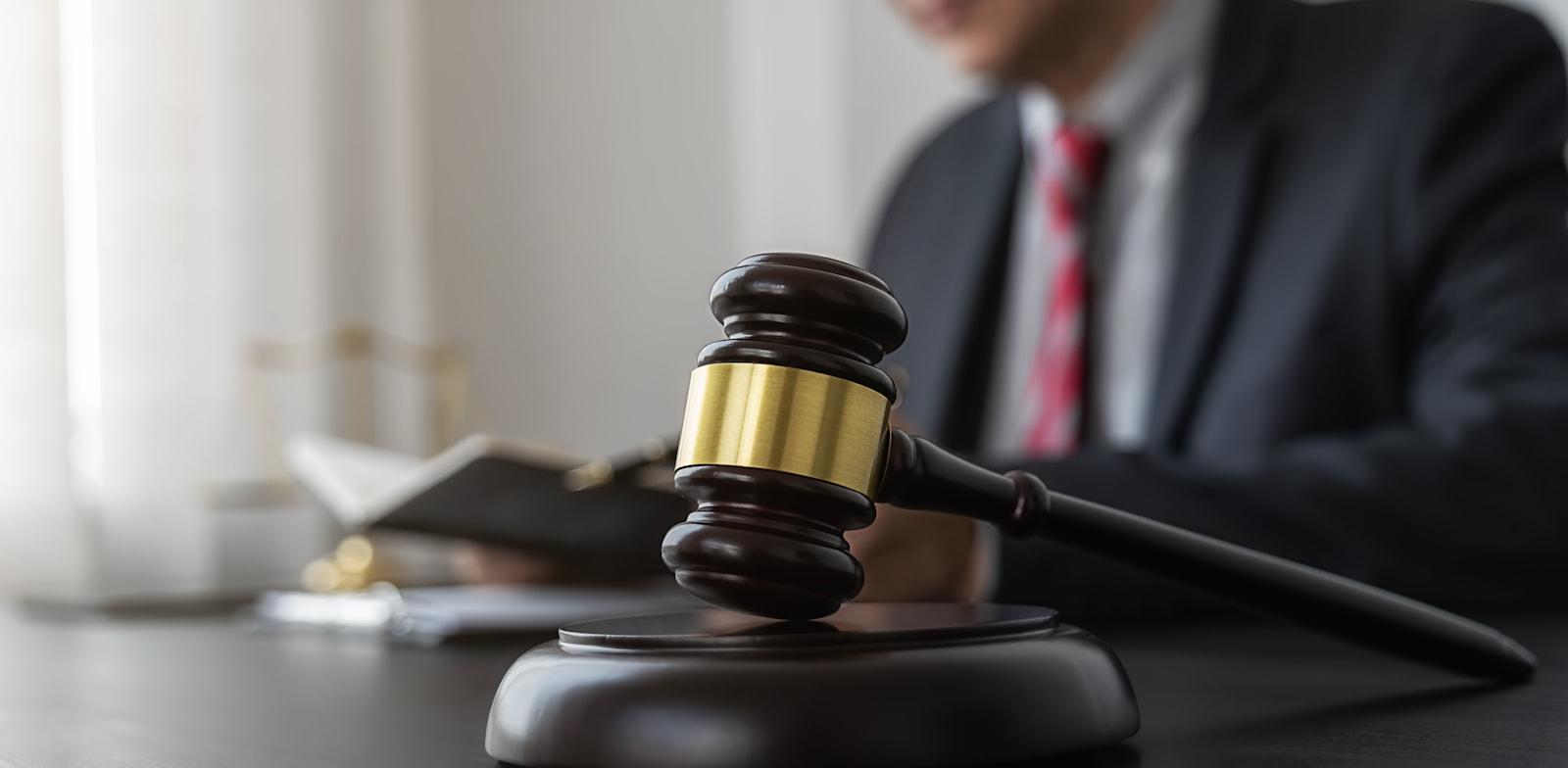 תביעות נגזרות הן כלי אכיפה חשוב ואפקטיבי בידיו של המשקיע הקטן / צילום: Shutterstock, PIC SNIPE