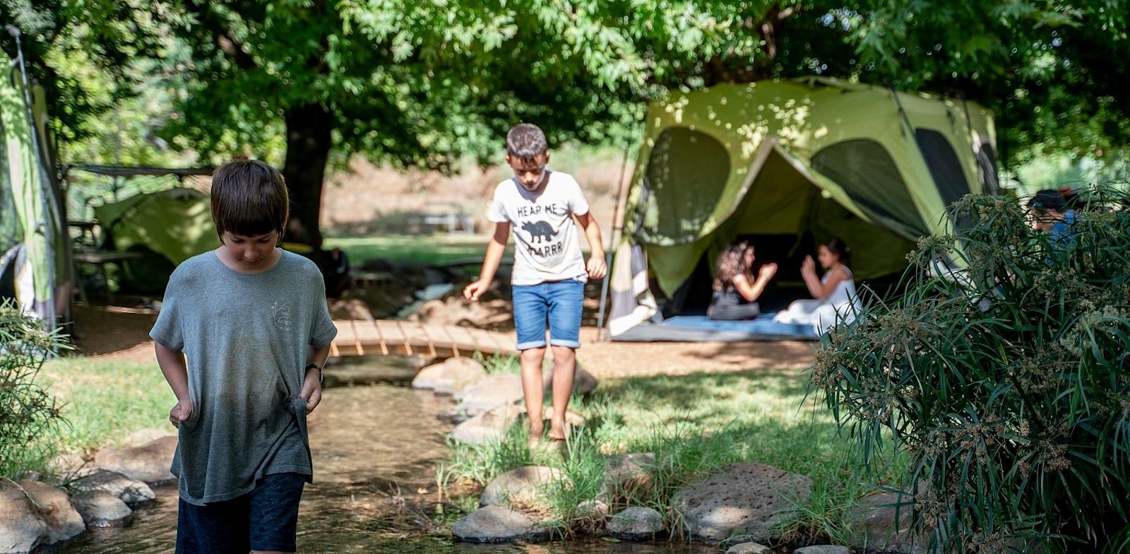 קמפינג על גדת הנחל / צילום: creat tv