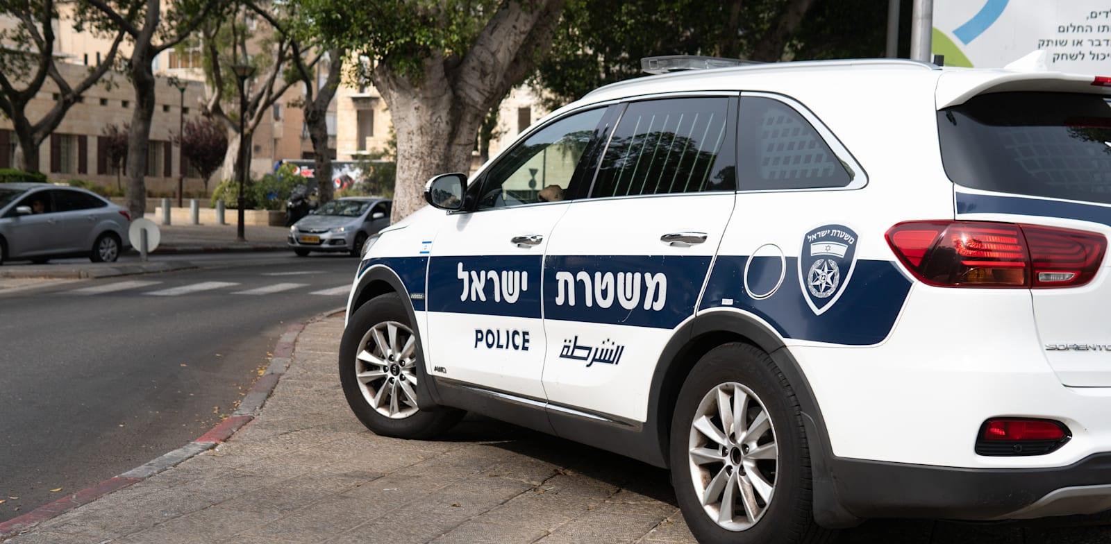 ניידת של המשטרה בחיפה / צילום: Shutterstock, Georgy Dzyura