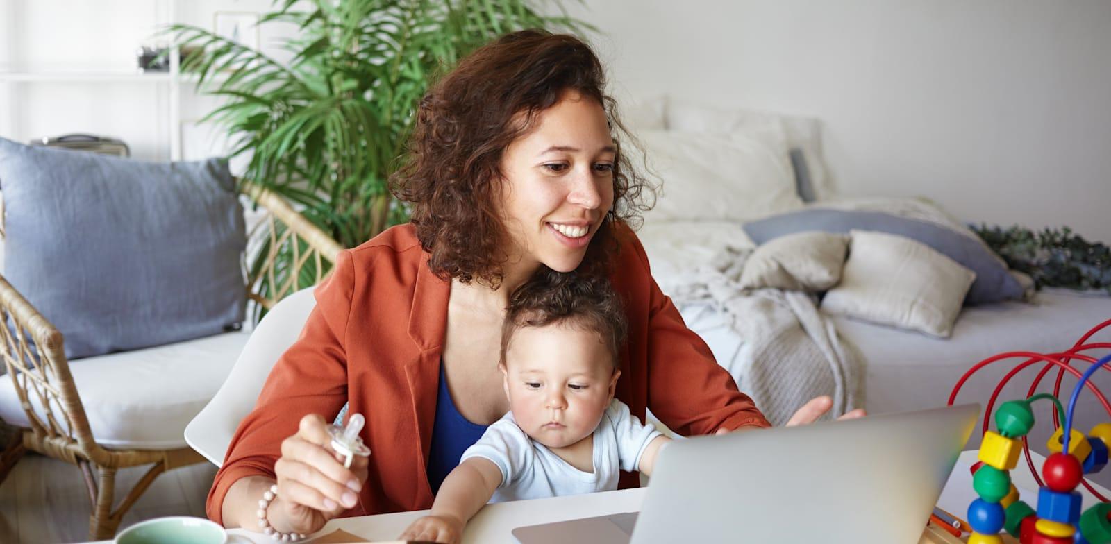 עבודה מהבית. את תקלות התקשורת יכול איש ה-IT לפתור כיום באופן יזום, מבלי שהעובד אפילו יבחין שטיפלו במחשב / צילום: Adobe Stock
