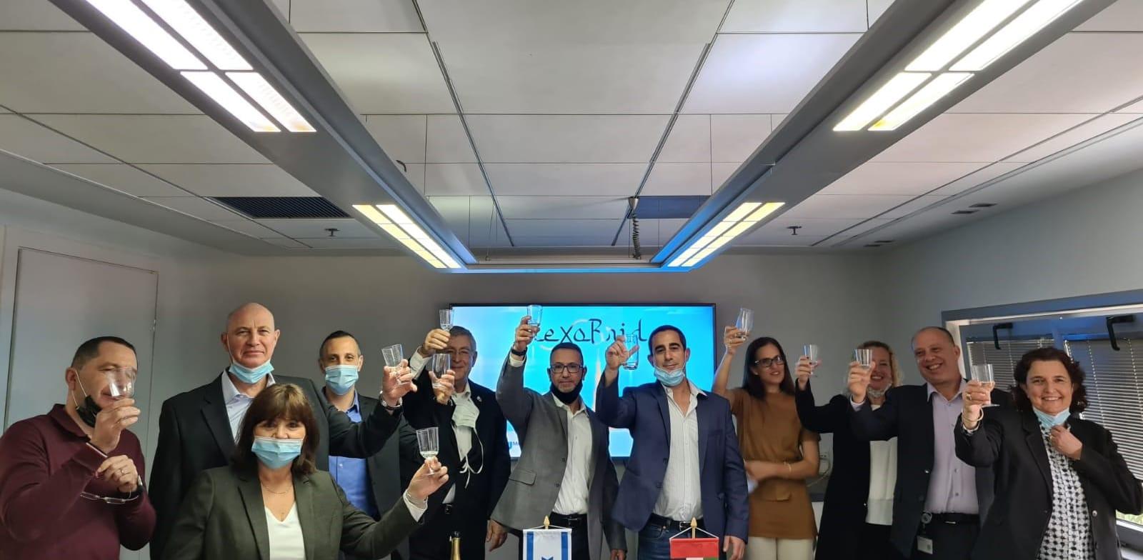 """צוות מדיוונד עם המנכ""""ל שרון מלכה / צילום: Mediwound"""