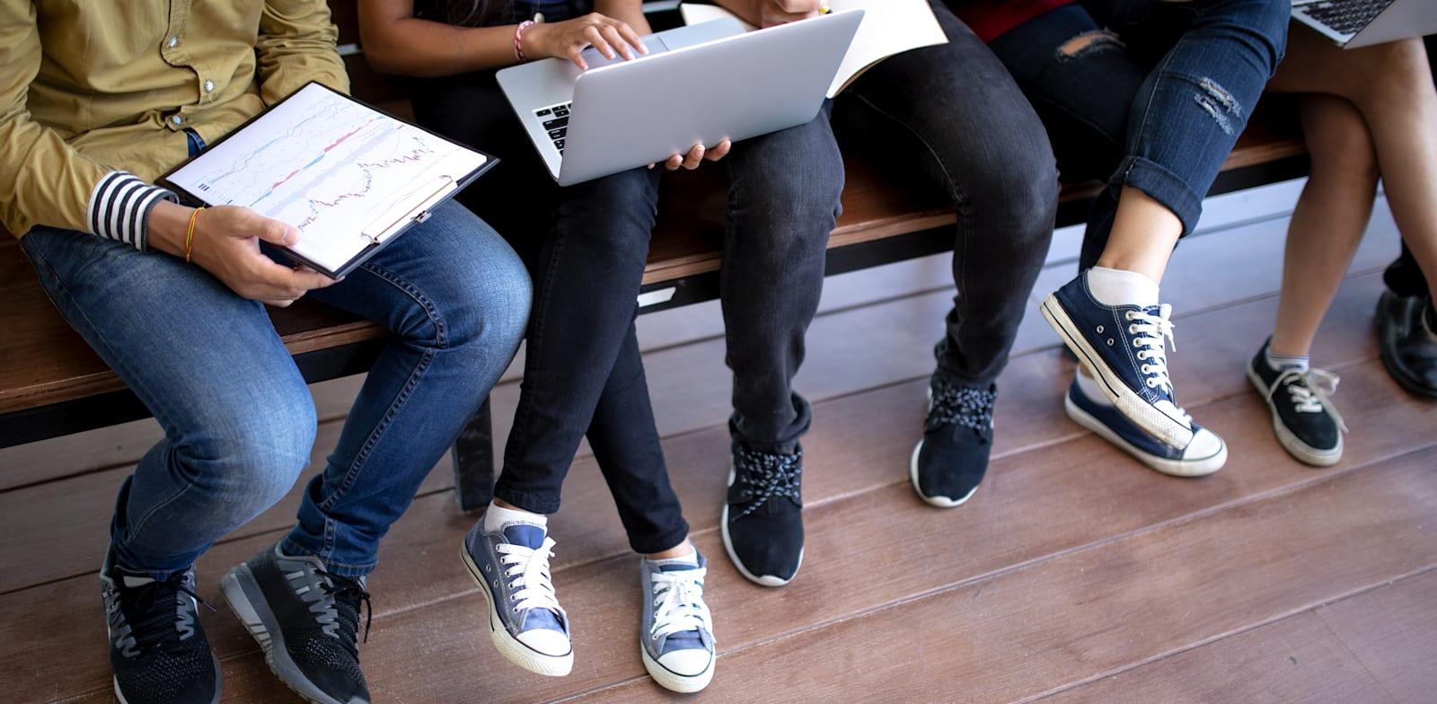 צעירים מהווים למעלה ממחצית מדורשי העבודה במשק / צילום: Shutterstock, ImageFoto