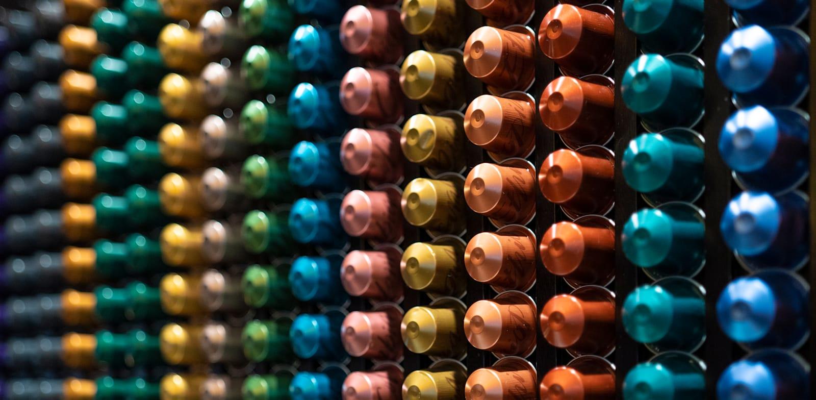 קפסולות של נספרסו / צילום: Shutterstock, Manu Padilla