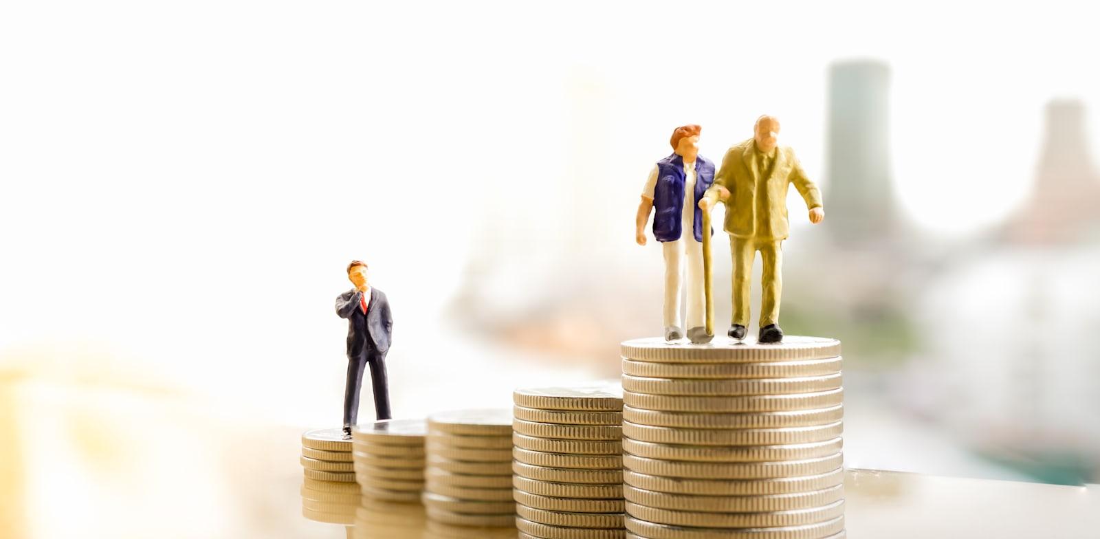 ''לכל אחד יש אמא, אישה או עובדת, שעכשיו רואה את הפנסיה מתרחקת ממנה'' / צילום: Shutterstock, Khongtham