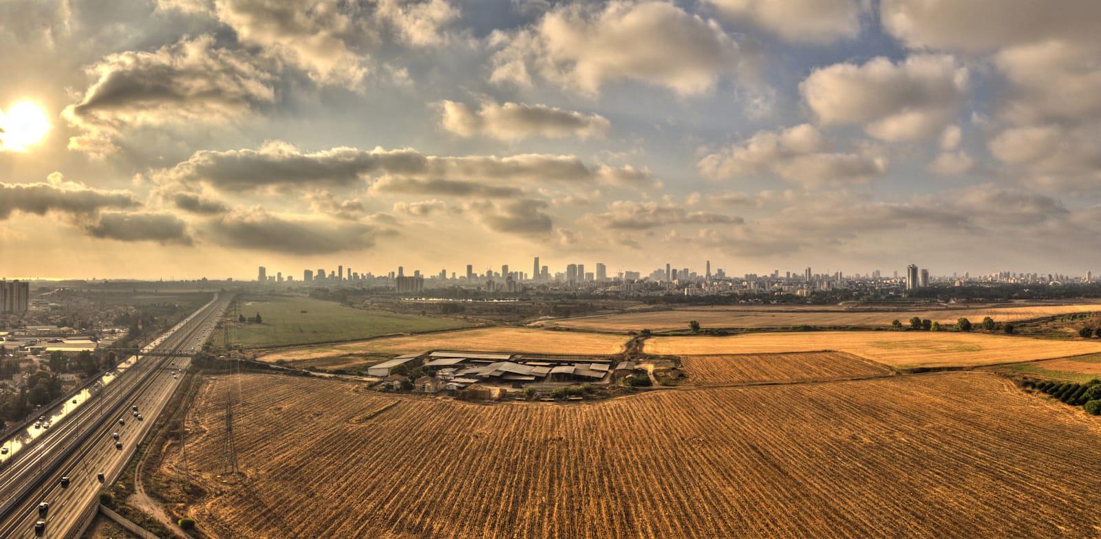 """אדמות חקלאיות במרכז. """"תחום הקרקעות ותחום הרכב מסומנים אצלנו כבעייתיים"""" / צילום: Shutterstock"""