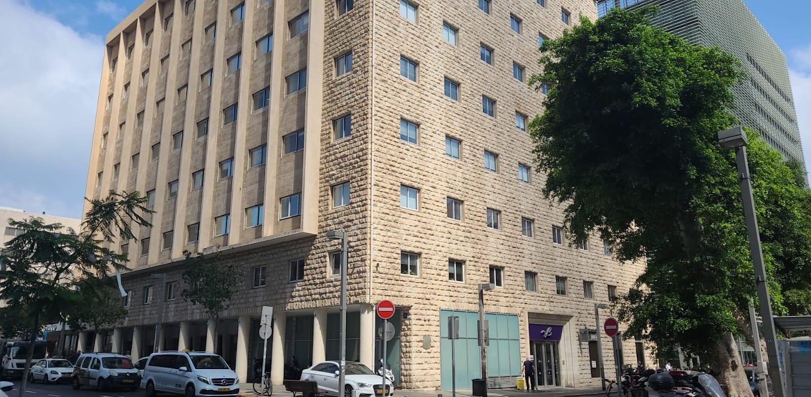"""מטה בנק אגוד ברחוב אחוזת בית בת""""א / צילום: מזרחי טפחות"""