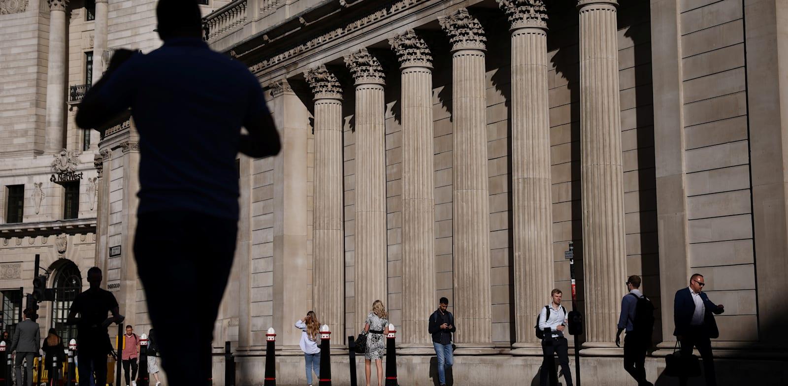 לונדון, השבוע. אי אפשר להניח שהמצב בארץ יחקה בחודשים הקרובים את המודל הבריטי / צילום: Reuters, Henry Nicholls