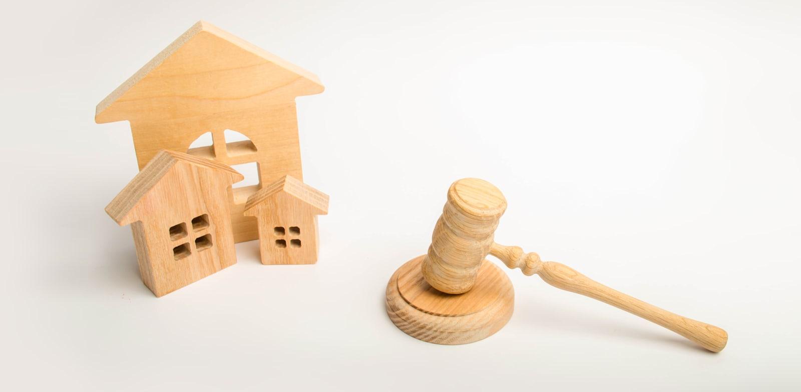 """""""על כל בעל דירה לשלם את חלקו היחסי במועד, במלואו וכסדרו"""" / צילום: Shutterstock, Andrii Yalanskyi"""