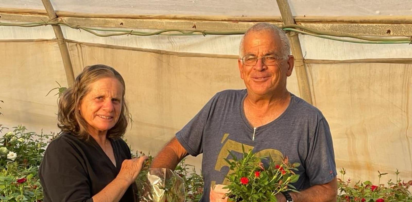 ינון ואסתר (אתי) סטרשנוב, מגדלי פרחים, עציצים פורחים ועציצי תבלין / צילום: מיכל סטרשנוב