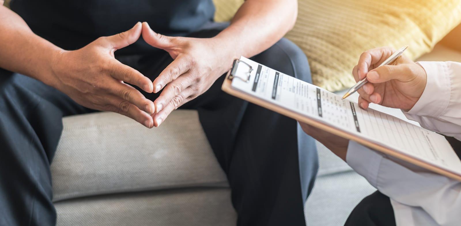 עוד לפני הקורונה עמדה המתנה ממוצעת לטיפול נפשי במערכת הציבורית על כ-200 ימים / צילום: Shutterstock, Chinnapong
