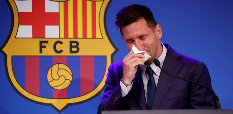 ליונל מסי מזיל דמעה בהודעה על עזיבת ברצלונה / צילום: Associated Press, ALBERT GEA