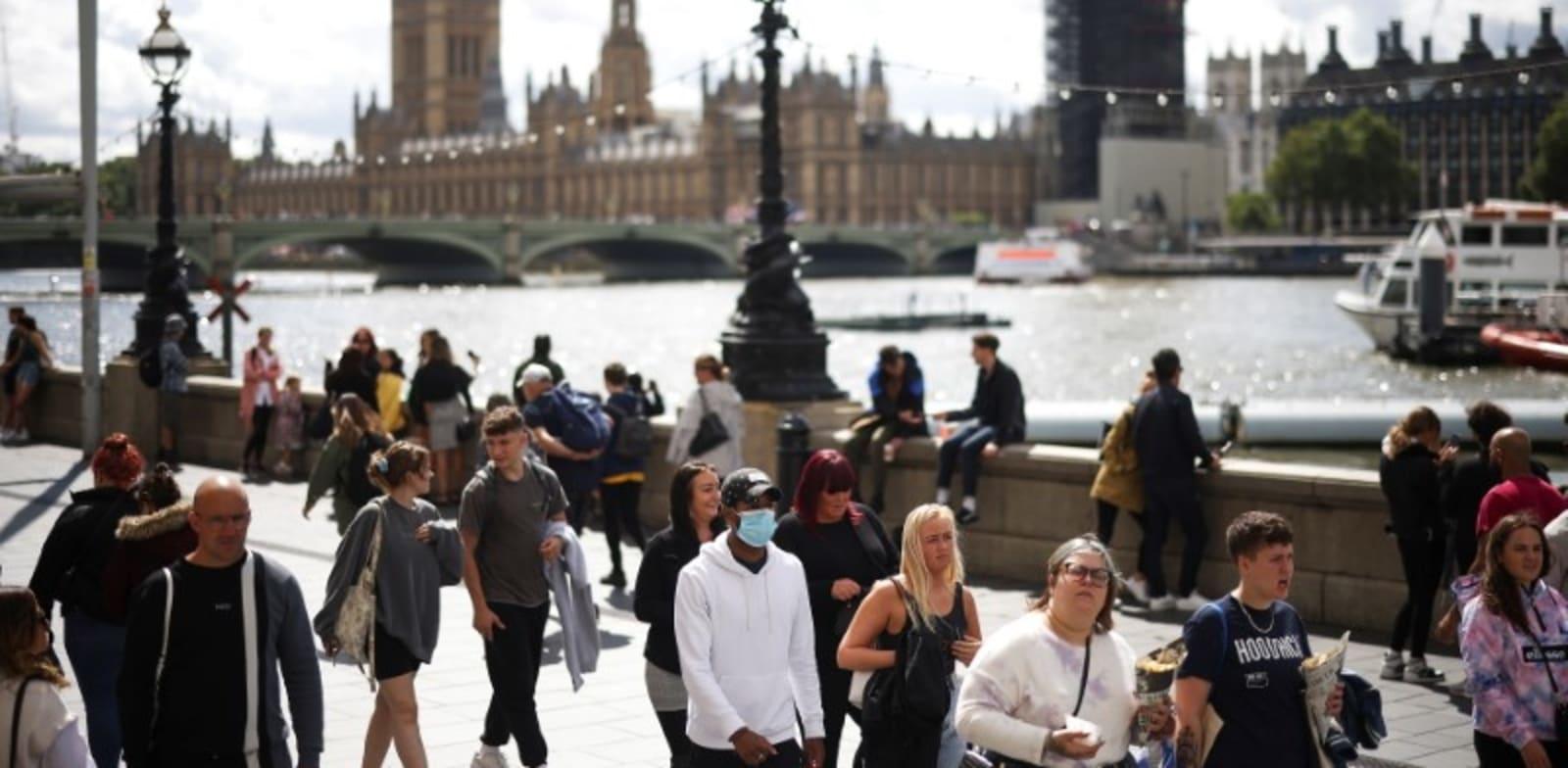 מנסים לחזור לשגרה בלונדון. פחות מ-20% מהעובדים בעיר שבו לעבוד במשרד / צילום: Reuters