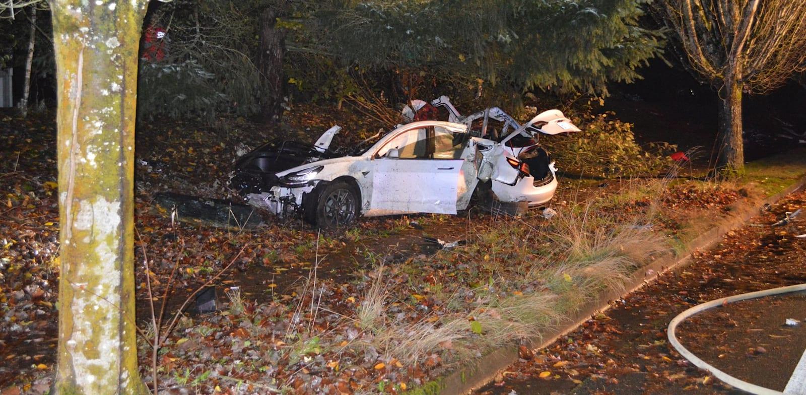 רכב טסלה לאחר תאונה / צילום: Reuters, Cover Images