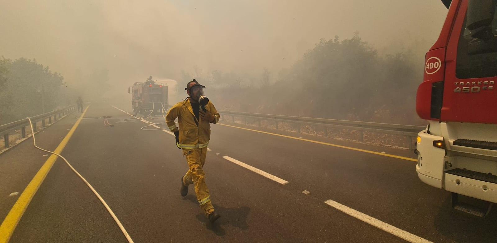 כוחות כבאות נלחמים בשריפה בהרי ירושלים / צילום: כבאות והצלה לישראל