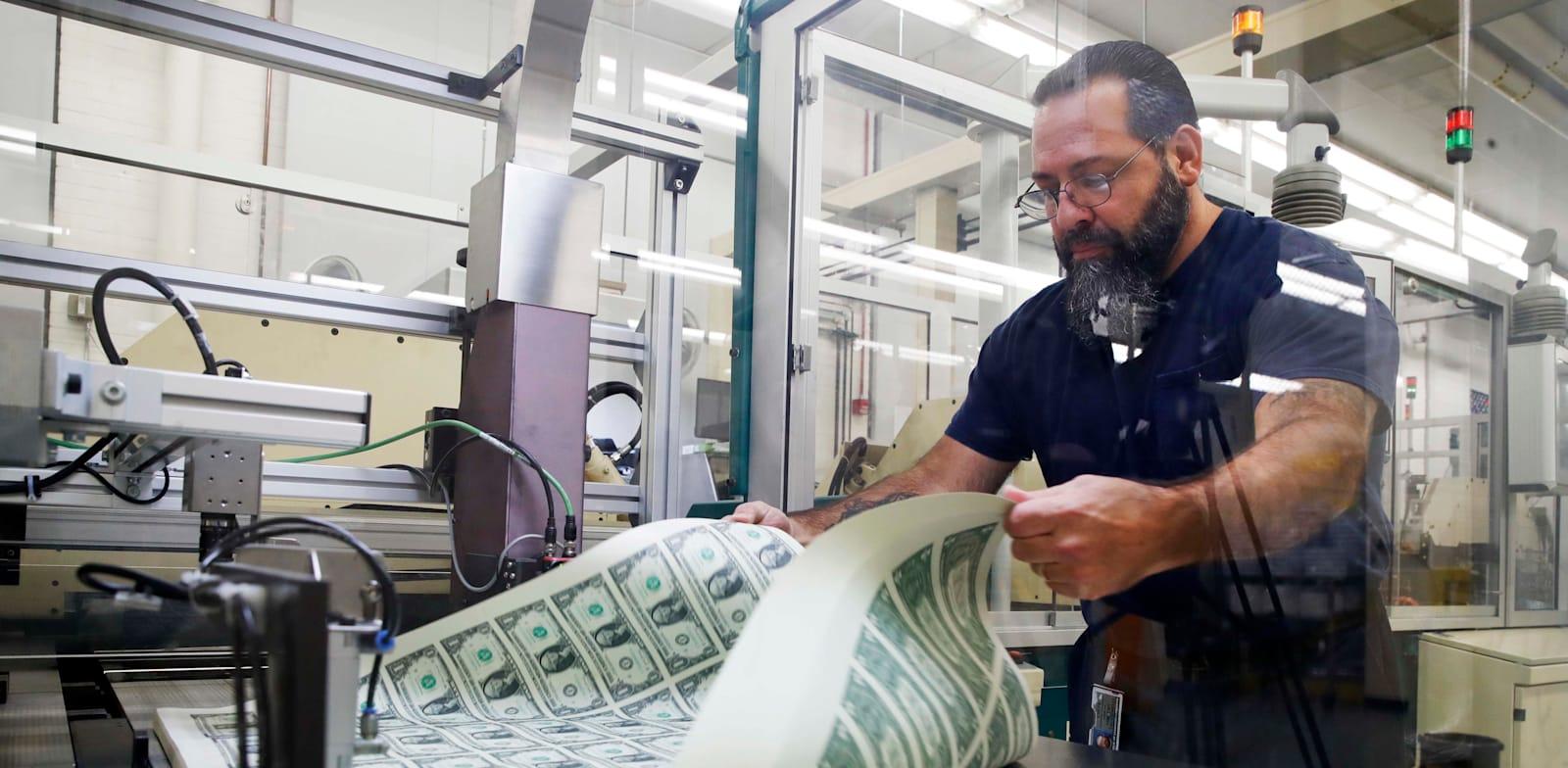 הדפסת דולרים / צילום: Associated Press, Jacquelyn Martin
